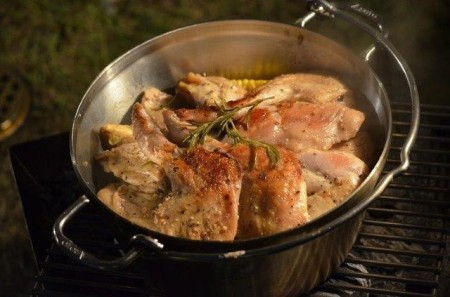 ステンレスダッチオーブンでローストチキン