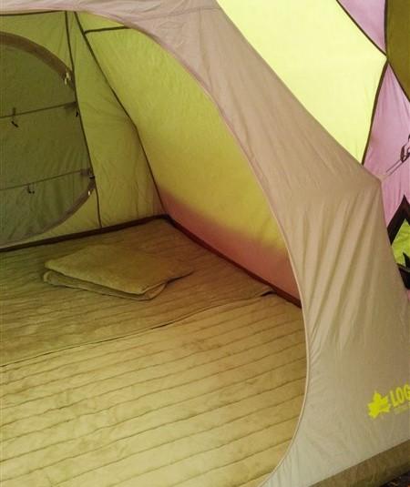 【キャンプの寝心地】布団か寝袋か迷った末・・・こんな事に!